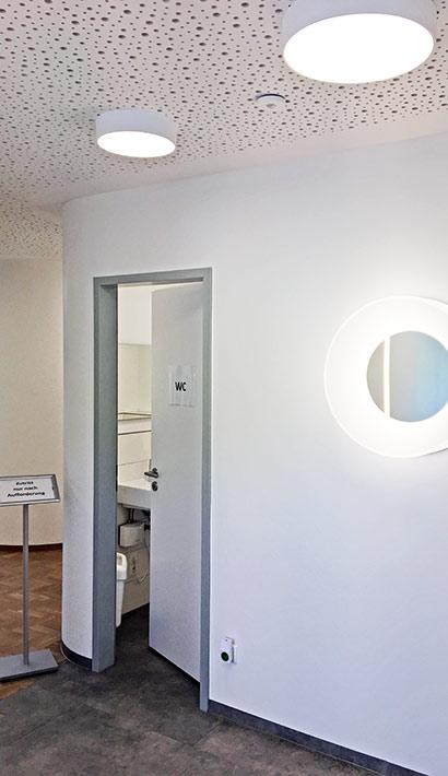 objects.sh Arztpraxis WC Beleuchtung Deckebekleidung Wandbekleidung