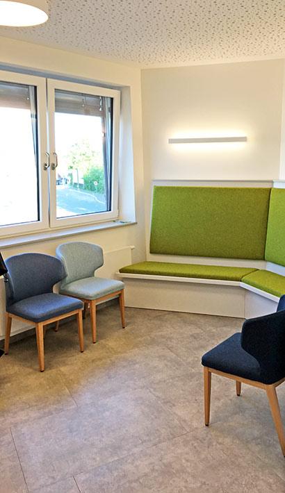 objects.sh Arztpraxis Wartezimmer Stuhl Sitzbank Deckenbekleidung Beleuchtung