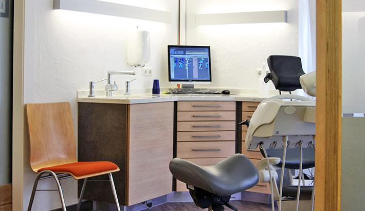 objects.sh Arztpraxis Behandlungszimmer Stuhl Schrank Bodenbelag