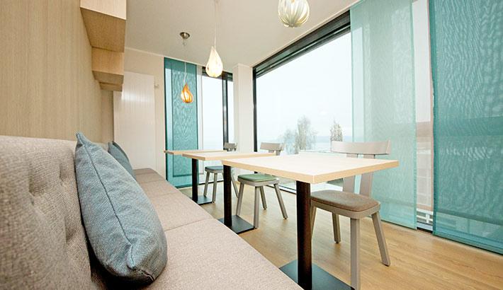 objects.sh Rehaklinik Einrichtung Tisch Stühle Sofa